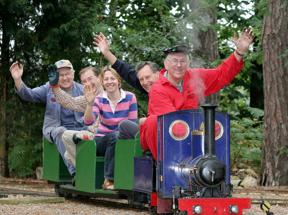 Home Page for the Pinewood (Wokingham) Miniature Railway